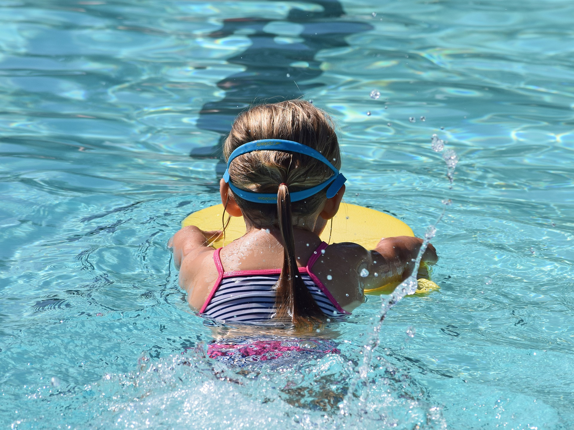 young-swimmer-2494904_1920